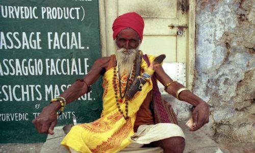 Zdjecie INDIE / Rajasthan / Udaipur / w�drowny sadhu