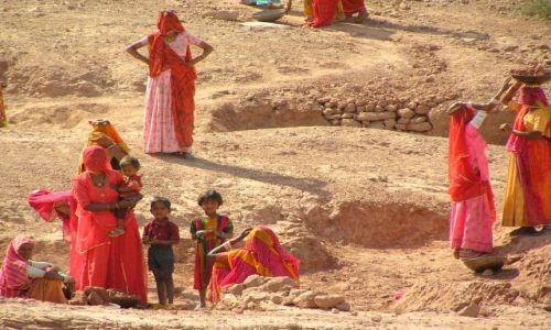 Zdjecie INDIE / Rajastan / Kinchan / ludność wioski Kinchan
