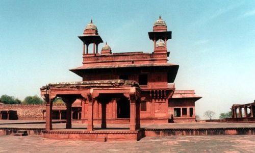 INDIE / - / FATEHPUR SIKRI (40 km na zachód od Agry). / Ufortyfikowane miasto - widmo.