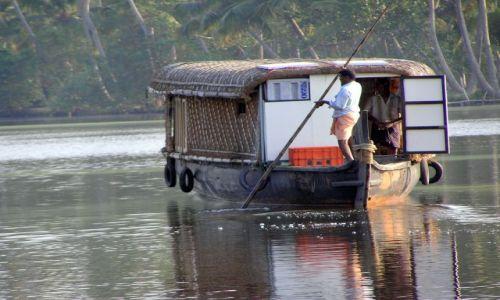 Zdjęcie INDIE / -Kerala / kanały między Kochin a Alapuzzha / Backwater tour