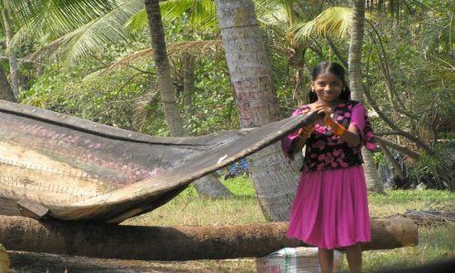 Zdjęcie INDIE / -Kerala / kanały między Kochin a Alapuzzha / zobaczcie jak zrobiona jest łódź
