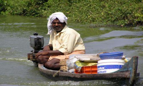 Zdjęcie INDIE / -Kerala / kanały między Kochin a Alapuzzha / życie codzienne