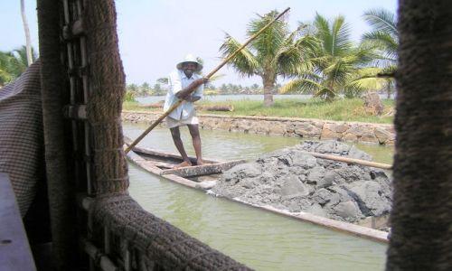 Zdjęcie INDIE / -Kerala / kanały między Kochin a Alapuzzha / Dzień dobry!