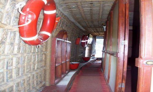 Zdjęcie INDIE / -Kerala / kanały między Kochin a Alapuzzha / wnętrze łodzi