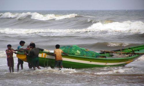 Zdjecie INDIE / Orissa / Puri / przygotowania do połowów
