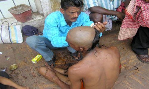 Zdjecie INDIE / Orissa / Puri / Na znak �a�oby