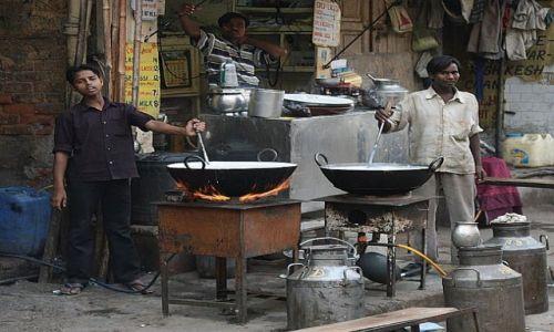 Zdjecie INDIE / New Delhi / Main Bazar / Garkuchnia