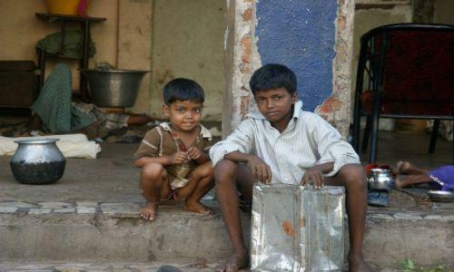 Zdjęcie INDIE / CHanaj / CHanaj / Puszkę sprzedają