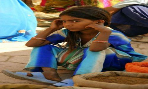Zdjęcie INDIE / Godra / Godra / Przyprawy sprzedaje