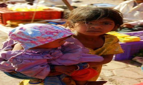 Zdjęcie INDIE / Gondra / Gondra / Opiekunka