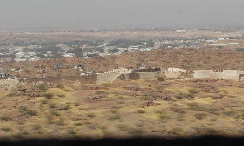 INDIE / Rajasthan / Jodhpur / widok z fortu na pustynie Thar