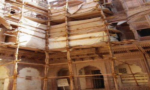 INDIE / Rajasthan / Jodhpur / fort Meherangarh - wewnątrz - prace remontowe