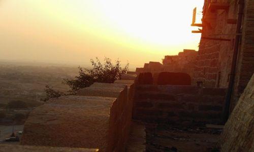 INDIE / Rajasthan / Jaisalmer - pustynia Thar / bajkowy fort - przy zachodzie słońca