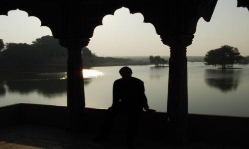 INDIE / Rajasthan / Jaisalmer - pustynia Thar / nad jeziorkiem