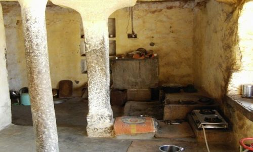 INDIE / Rajasthan / Jaisalmer - pustynia Thar / przypadkowe wtargnięcie do domostwa...