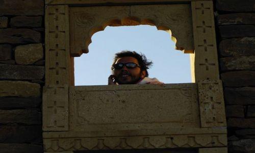 INDIE / Rajasthan / Jaisalmer - pustynia Thar / czyżby turysta?