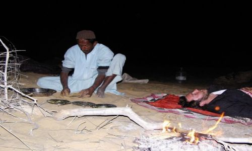 INDIE / Rajasthan / Jaisalmer - pustynia Thar / płonie ognisko...
