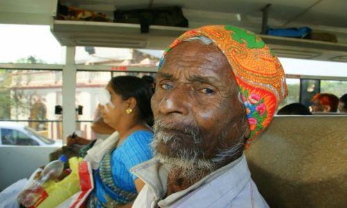 Zdjecie INDIE / Bhujodi / Bhujodi / W autobusie