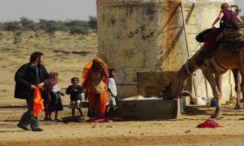 INDIE / Rajasthan / Jaisalmer - pustynia Thar / w wiosce