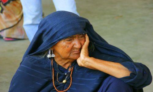 Zdjęcie INDIE / Bhuj / Bhuj / Zamyślenie