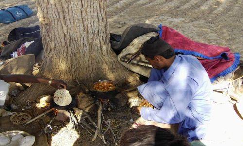 INDIE / Rajasthan / Jaisalmer - pustynia Thar / wspólne gotowanie