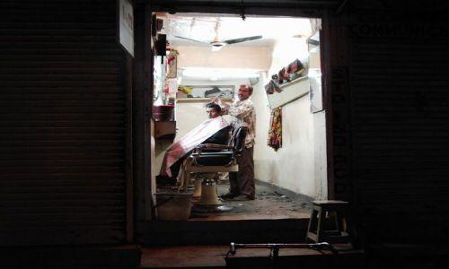 INDIE / Rajasthan / Jaisalmer - pustynia Thar / fryzjer