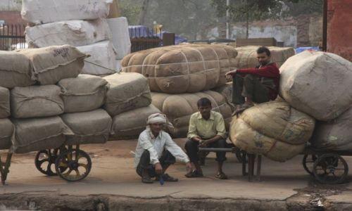 Zdjęcie INDIE / dehli / old dehli railway station / paczki