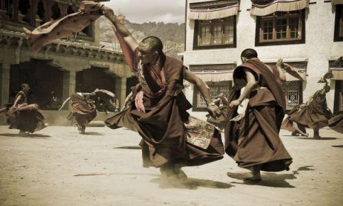 Zdjecie INDIE / Ladakh / Lamayuru / Tańczący mnisi
