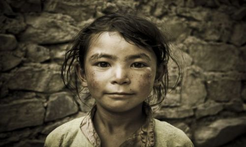 Zdjęcie INDIE / Ladakh / Lamayuru / Dziewczynka z Lamayuru