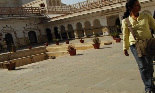 INDIE / Rajasthan / Jaipur / w tle Hawa Mahal styl zachdni..