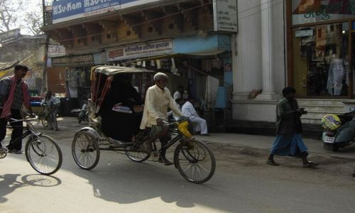 INDIE / Uttar Pradesh / Varanasi / mieszkańcy