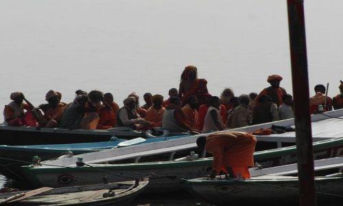 INDIE / Uttar Pradesh / Varanasi / rejs po Gangesie