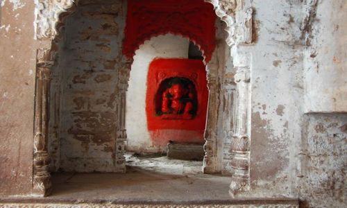 INDIE / Uttar Pradesh / Varanasi / zakamarki