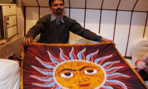 INDIE / Uttar Pradesh / Varanasi / sprzedawca