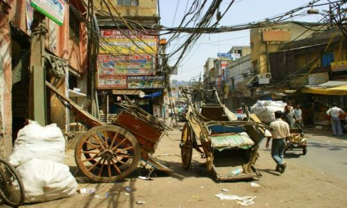 Zdjecie INDIE / Ahmamabad / Ahmamabad / Jadą  wozy  kolorowe