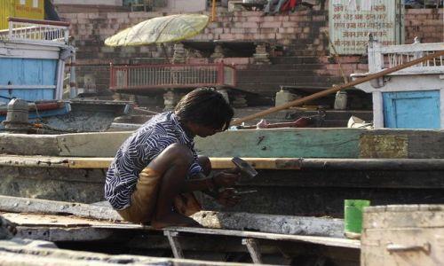 INDIE / Uttar Pradesh / Varanasi / w doku