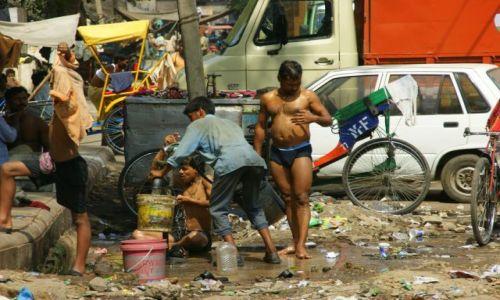 Zdjecie INDIE / Delhi / Delhi / Poranna kąpiel