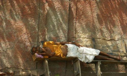 Zdjecie INDIE / Delhi / Delhi / Śpi