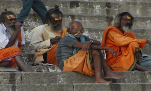 INDIE / Uttar Pradesh / Varanasi / pielgrzymi