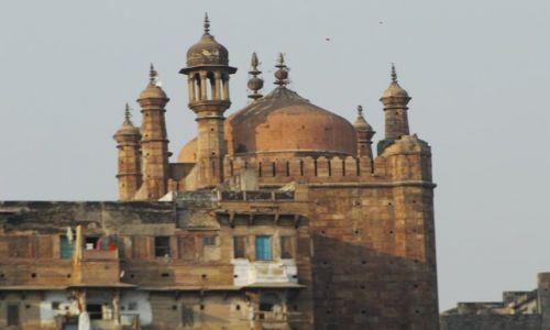 INDIE / Uttar Pradesh / Varanasi / nad brzegiem