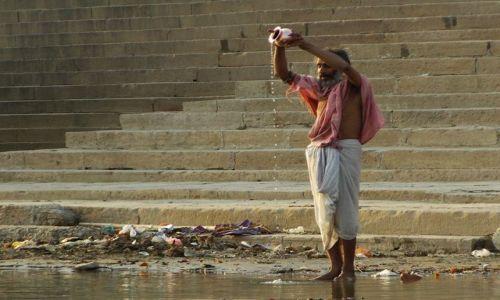INDIE / Uttar Pradesh / Varanasi / religijne obrzędy