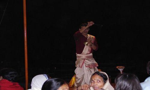 INDIE / Uttar Pradesh / Varanasi / czczenie rzeki