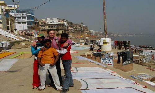 INDIE / Uttar Pradesh / Varanasi / koledzy