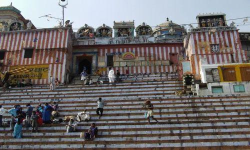 INDIE / Uttar Pradesh / Varanasi / kolorowy gath