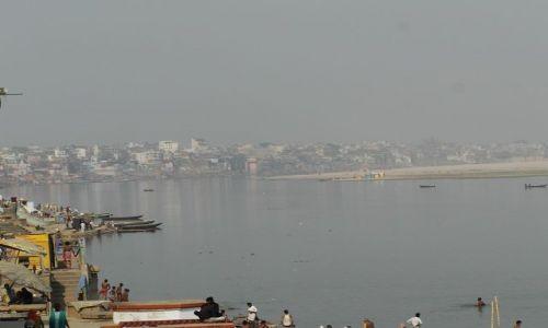 INDIE / Uttar Pradesh / Varanasi / widok na Ghaty