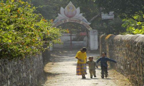 INDIE / Uttaranchal / Rishikesh / w alejce