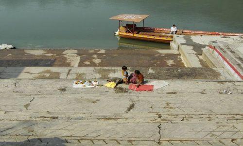 INDIE / Uttaranchal / Rishikesh / sprzedawca darów