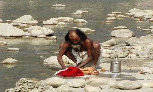 Zdjecie INDIE / Uttaranchal / Rishikesh / pranie