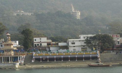 INDIE / Uttaranchal / Rishikesh / nad brzegiem