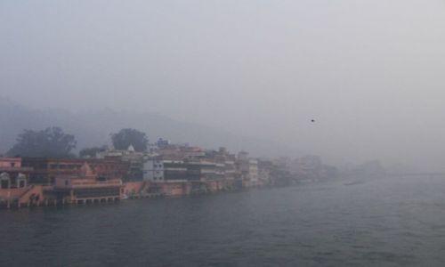 Zdjecie INDIE / Uttaranchal / Hardiwar / zamglony Hardiw